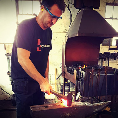 learn-to-shape-metal-in-essex-thumb